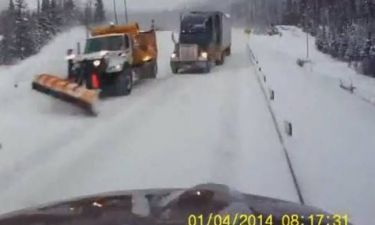 Όταν βλέπεις ένα φορτηγό μπροστά σου, πως να κρατηθείς; (βίντεο)