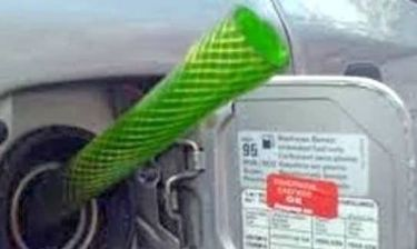 Συνελήφθη επ' αυτοφώρω να κλέβει πετρέλαιο από...