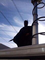 Ποιος παρουσιαστής κρύβεται πίσω από τη στολή του Batman;