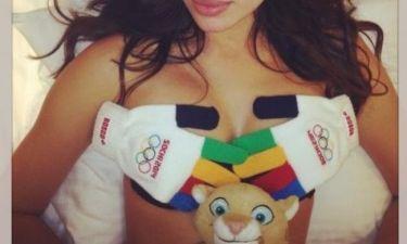 Ανεβάζει την θερμοκρασία φορώντας μαγιό των Special Olympics!