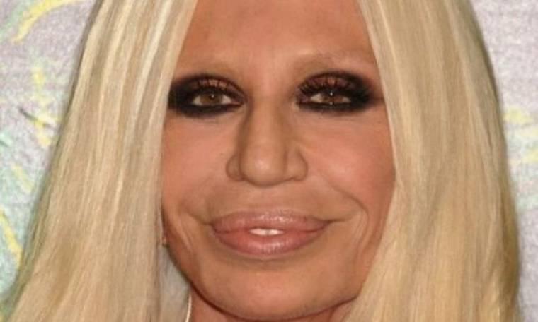 Κάποιος να τη σταματήσει: Η Donatella Versace δεν έχει πλέον ανθρώπινα χαρακτηριστικά