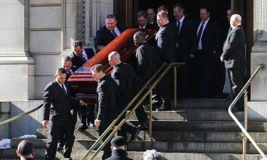New York Times: Ιταλικός οίκος χρησιμοποίησε την κηδεία του Hoffman για να προμοτάρει... τσάντα!