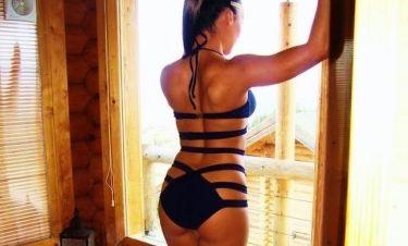 Video: Ελληνίδα celebrity παίζει στην μπανιέρα της φορώντας καυτό μαγιό (Nassos Blog)