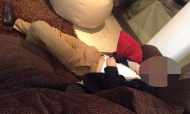 Αποκοιμήθηκε την ώρα των γυρισμάτων ο πρωταγωνιστής της σειράς «Βαλς με δώδεκα θεούς»