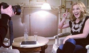 Kylie Minogue: Στον φωτογραφικό φακό τίνος Έλληνα παρουσιαστή ποζάρει;