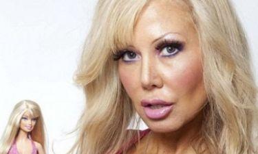 H γυναίκα που έχει εμμονή με τη Barbie και κάνει υπνωτισμό για να γίνει... χαζή!