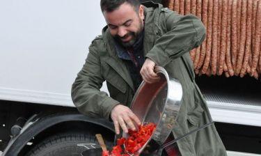 Ο Βασίλης Καλλίδης μαγειρεύει στο Καρπενήσι!