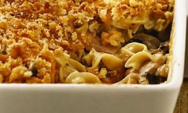 Απίστευτα noodles στο φούρνο με τόνο και μανιτάρια