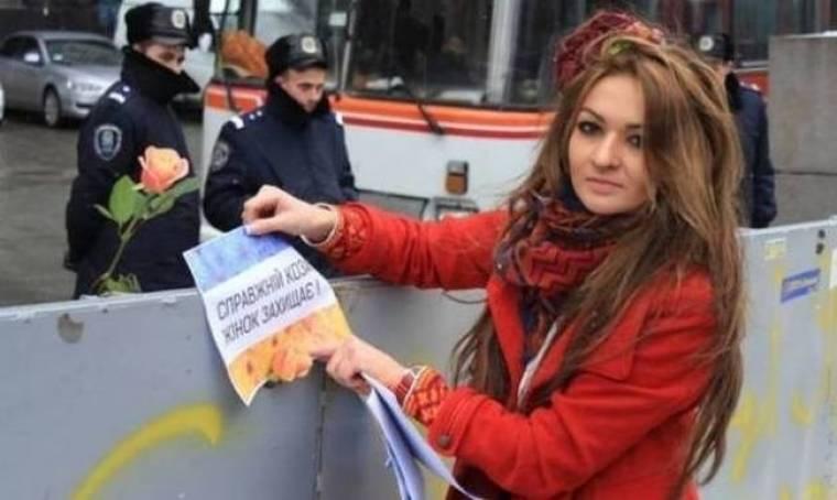 Ουκρανία: Η όμορφη διαδηλώτρια και η ιστορία αγάπης στα οδοφράγματα