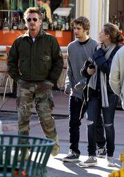 Τα παιδιά του Sean Penn δεν θέλουν τη Charlize Theron για μητριά τους!