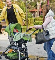 Αρναούτογλου – Κόκλα: Πρωινή βόλτα με το γιο τους!