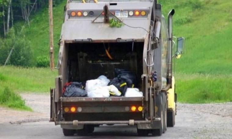 Βρήκαν στα σκουπίδια ένα... θησαυρό και τον επέστρεψαν! (vid)