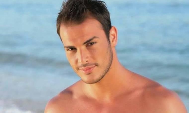 Σάκης Αρσενίου: «Μπήκαν θαυμάστριες στο καμαρίνι και ήμουν γυμνός»