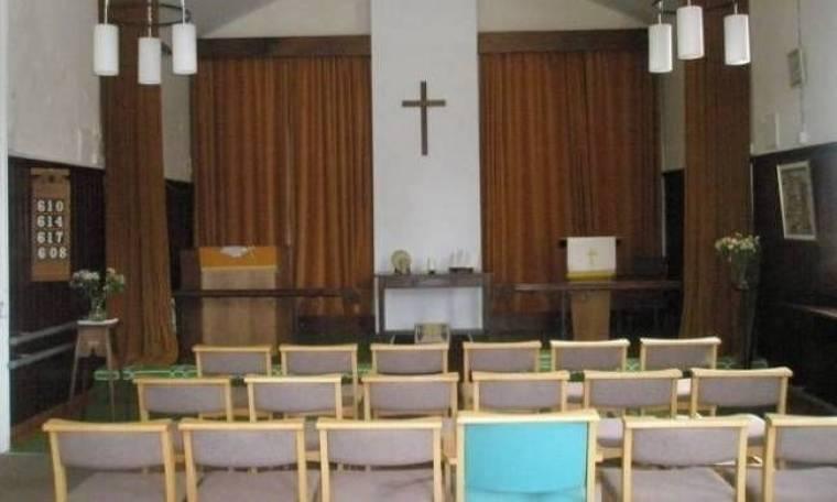 Απαγόρευσε στις πιστές να φοράνε εσώρουχα όταν πάνε εκκλησία...