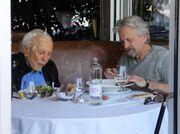 Οι τρυφερές φωτογραφίες του Michael Douglas με τον πατέρα του