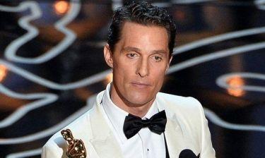 Τα δάκρυα του Matthew McConaughey: «Το αφιερώνω στον πατέρα μου, που είναι εκεί πάνω, με ένα μπουκάλι μπύρας στο χέρι του»