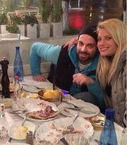 Βρεττός-Αραβανή: Τρώνε θαλασσινά και ποζάρουν