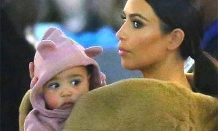 Κιμ Καρντάσιαν: Η κόρη της φοράει… ανώνυμα κορμάκια!