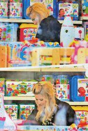 Φαίη Σκορδά: Παιχνίδια για τον Γιάννη και το μωρό που έρχεται!