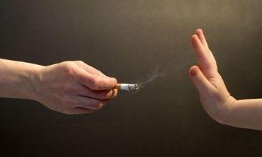 Ερευνα: Ανεπανόρθωτες ζημιές προκαλούνται στις αρτηρίες των παιδιών από το παθητικό κάπνισμα