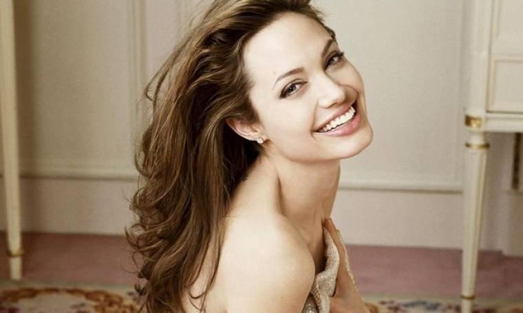 Angelina Jolie: «Συγκινούμαι μόνο που σκέφτομαι πόσο αφοσιωμένος είναι στα παιδιά μας ο Brand»