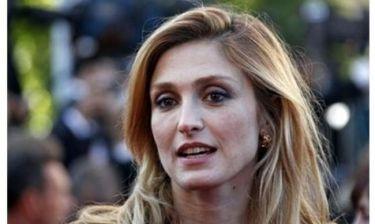 Ζουλί Γκαγιέ: Ζητάει αποζημίωση από το περιοδικό που δημοσίευσε την σχέση της με τον Ολάντ