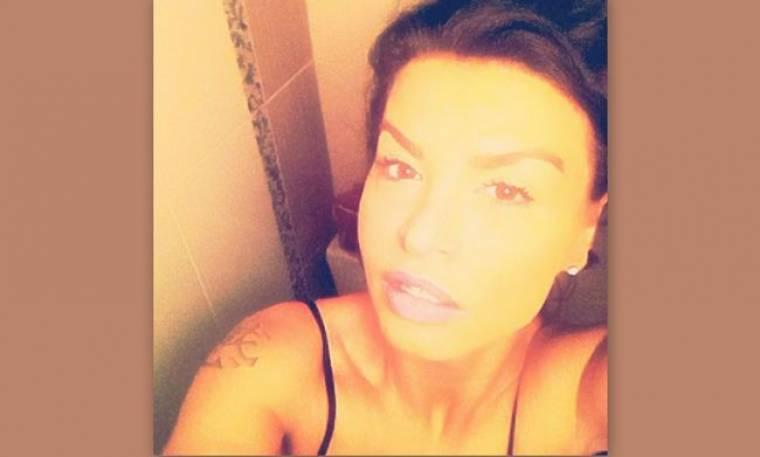Νίνα Λοτσάρη: Ακόμα και στο μπάνιο της είναι… βαμμένη