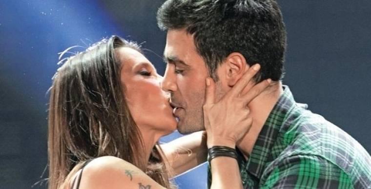 Το καυτό φιλί της Πάολας στον Κώστα Μαρτάκη!
