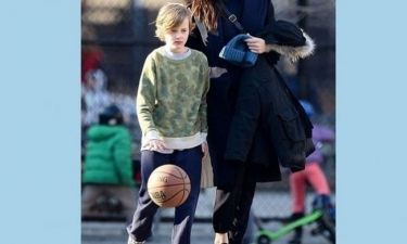 Πόσο μεγάλωσε! Και είναι ίδιος με τη διάσημη μαμά του! (εικόνες)