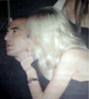 Νίκος Αλιάγας: Με τη γυναίκα του και την ξαδέλφη του Μαρία Μπακοδήμου στη νυχτερινή Αθήνα