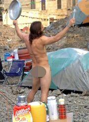 Πασίγνωστος ηθοποιός γυμνός με ένα φύλλο συκής (φωτό)
