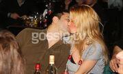 Χώρισε και την πέτυχε ο παπαράτσι να φιλιέται με τον νέο της σύντροφο σε νυχτερινό κέντρο