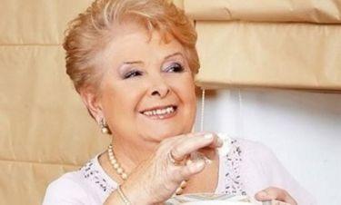 Η Βέφα Αλεξιάδου «σφάζει με το γάντι» την Αννίτα Πάνια στο facebook