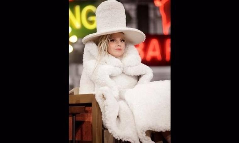 Lady Gaga: Δεν έχει τον Θεό της! Μαντέψτε από τι είναι φτιαγμένο το φόρεμά της!