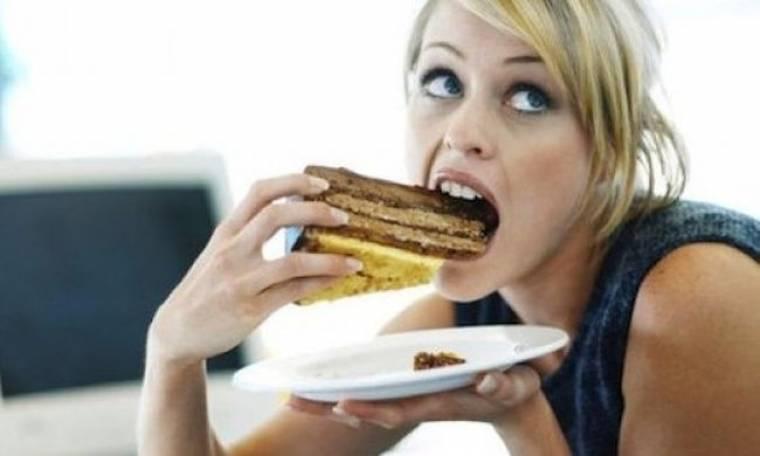 4 διατροφικά κόλπα για να μην παίρνεις κιλά στη δουλειά