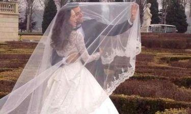 Η φωτογραφία γάμου που άναψε φωτιές…