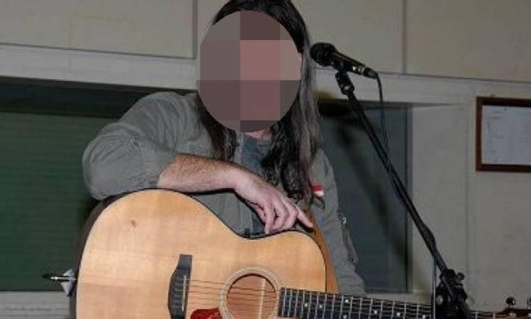 Τραγουδιστής εξομολογείται: «Στο πατρικό μου δεν είχαμε ούτε ρεύμα. Ήταν αυθαίρετο»