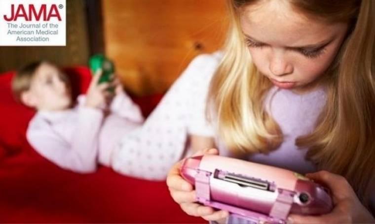 Έρευνα: Τηλεόραση, βιντεοπαιχνίδια, tablets και smartphones βλάπτουν το ευ ζην των παιδιών