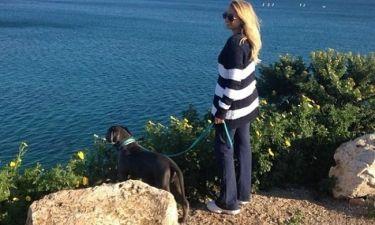 Η απογευματινή βόλτα της Σπυροπούλου με τον τετράποδο φίλο της