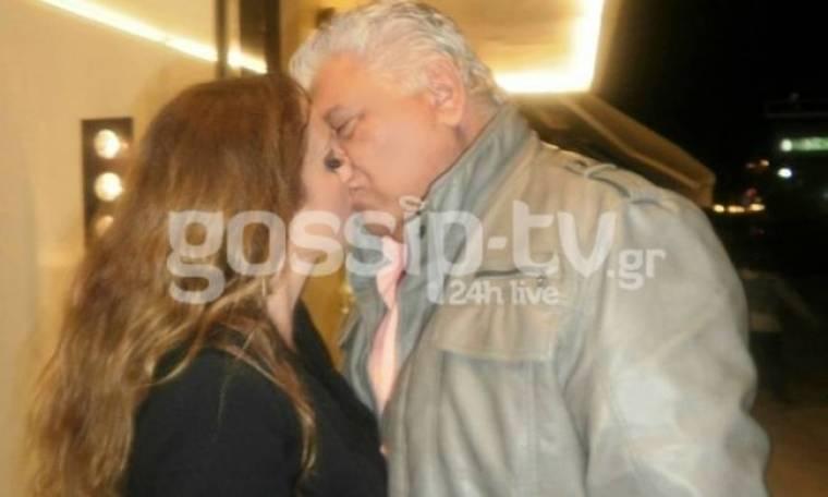 Καυτά φιλιά στη Γλυφάδα σε mood γάμου!