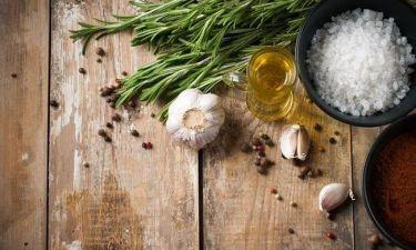 Τα ιδανικά μπαχαρικά και βότανα στη μάχη ενάντια του καρκίνου