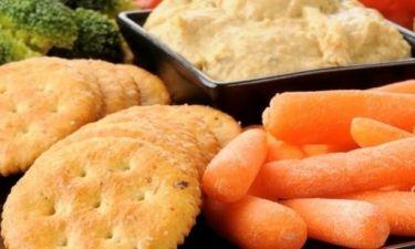 Τα «υγιεινά» σνακ που πρέπει να αποφεύγεις αν θες να χάσεις βάρος