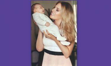 Ντόρα Κουτροκόη: Φωτογραφίζεται με το μωρό της και αποκαλύπτει: «Γεννούσα 25 ώρες»