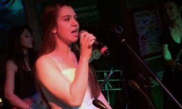 Το ντεμπούτο της Νικόλ Σαραβάκου ως τραγουδίστρια!