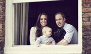 Δείτε πώς είναι σήμερα ο πρίγκιπας George! Νέα επίσημη φωτογραφία με τους γονείς του και τον… Λούπο!