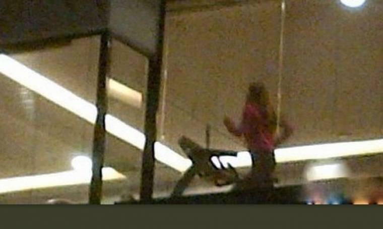 Παπαράτσι: Χωρισμένη και Playmate εκτονώνεται στον διάδρομο (Nassos blog)