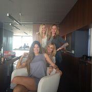 Πού συναντήθηκαν οι τέσσερις κυρίες;
