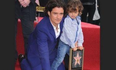 Ο Orlando Bloom με τον γιο του στα αποκαλυπτήρια του αστεριού του στο Walk of Fame