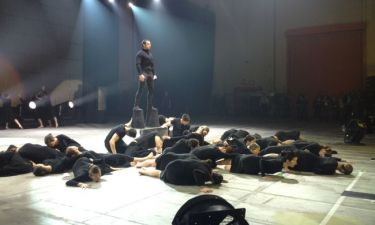 Madwalk 2014: Με κοθόρνους ο Γιώργος Μαζωνάκης στην σκηνή!