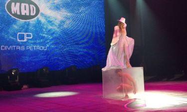 Madwalk 2014: Ο ολόγυμνος άντρας στην σκηνή και το διαφανές κουτί!